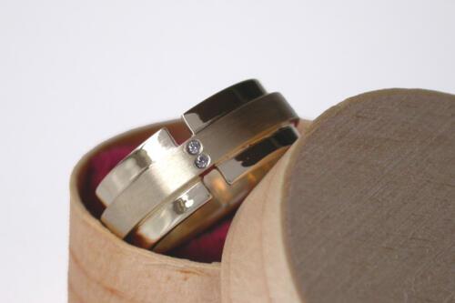 Geelgouden-ring-2-diamant