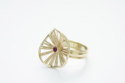 Geelgouden-ring-robijn