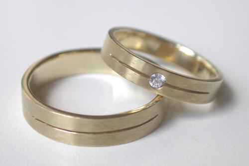 Geelgouden-trouwringen