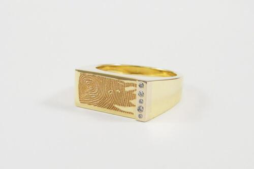 Geelgouden-zegelring-met-vingerafdruk-en-diamant