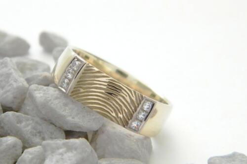 Gouden-bicolor-ring-vingerafdruk zirkonia