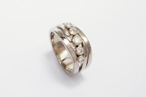 Witgouden-ring-5-briljant