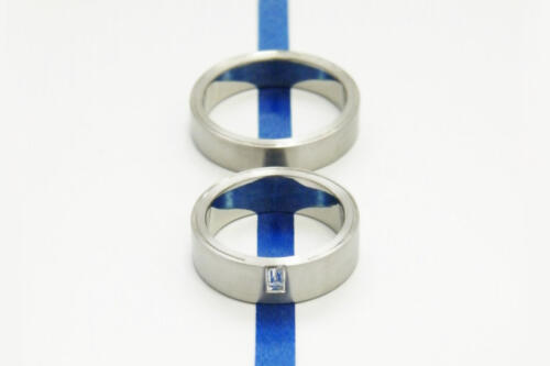 Witgouden-trouwringen-baquette
