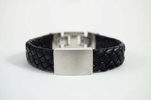 Zilveren-en-leer-armband-met-as-dicht
