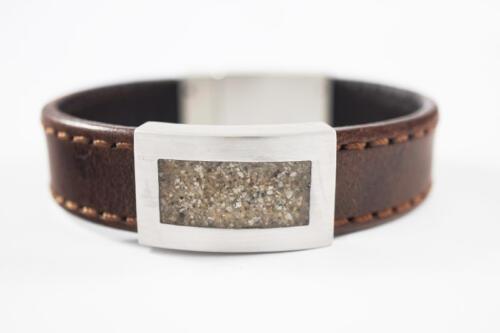 Zilveren-en-leer-armband-met-as-rechthoek