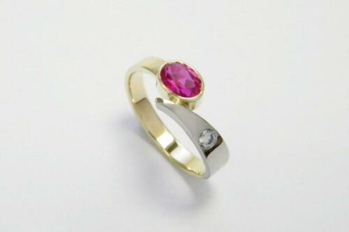 Bicolor-gouden-ring-robijn-diamant